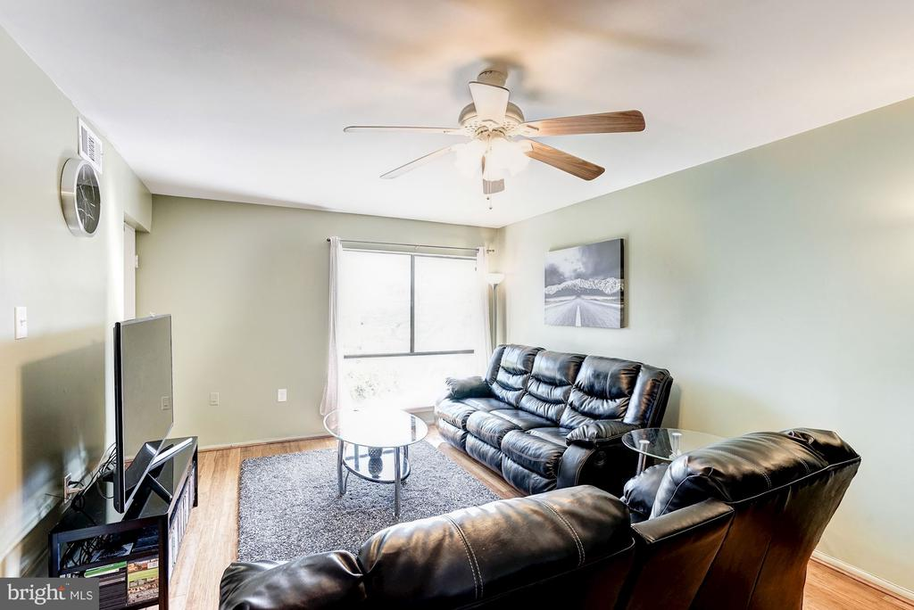 Living Room - Ceiling Fan with Light Fixture - 5758 VILLAGE GREEN DR #F, ALEXANDRIA