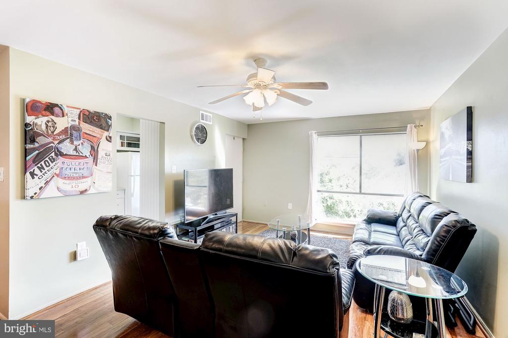 Living Room - Hardwood Floors - 5758 VILLAGE GREEN DR #F, ALEXANDRIA