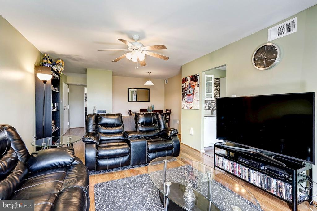 Living Room - Freshly Painted - 5758 VILLAGE GREEN DR #F, ALEXANDRIA