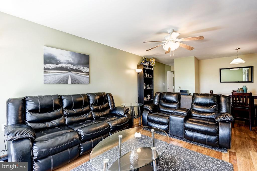 Living Room - Very Large, Very Spacious - 5758 VILLAGE GREEN DR #F, ALEXANDRIA