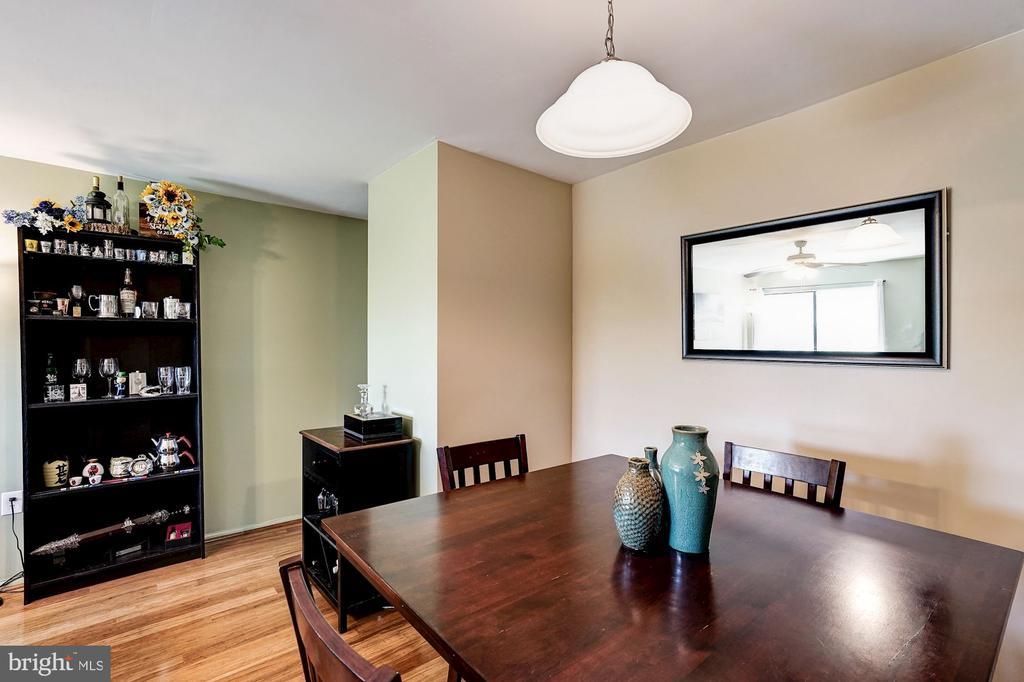 Dining Room - Chandelier - 5758 VILLAGE GREEN DR #F, ALEXANDRIA