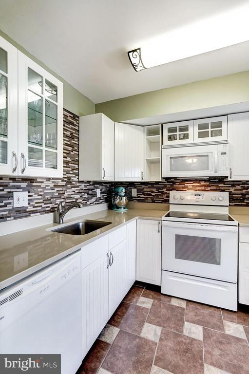 Kitchen was Beautifully Renovated in 2016! - 5758 VILLAGE GREEN DR #F, ALEXANDRIA