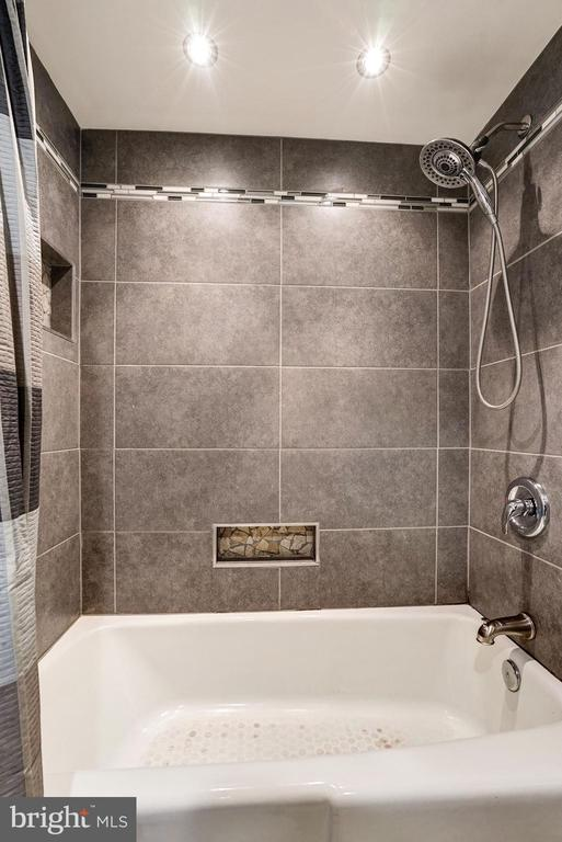 Master Bathroom - Renovated Gorgeously in 2016! - 5758 VILLAGE GREEN DR #F, ALEXANDRIA