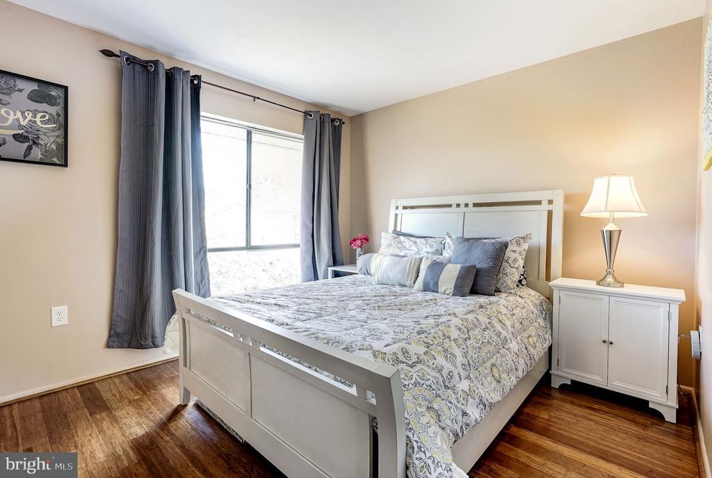 Bedroom #2 - Hardwood Floors - 5758 VILLAGE GREEN DR #F, ALEXANDRIA