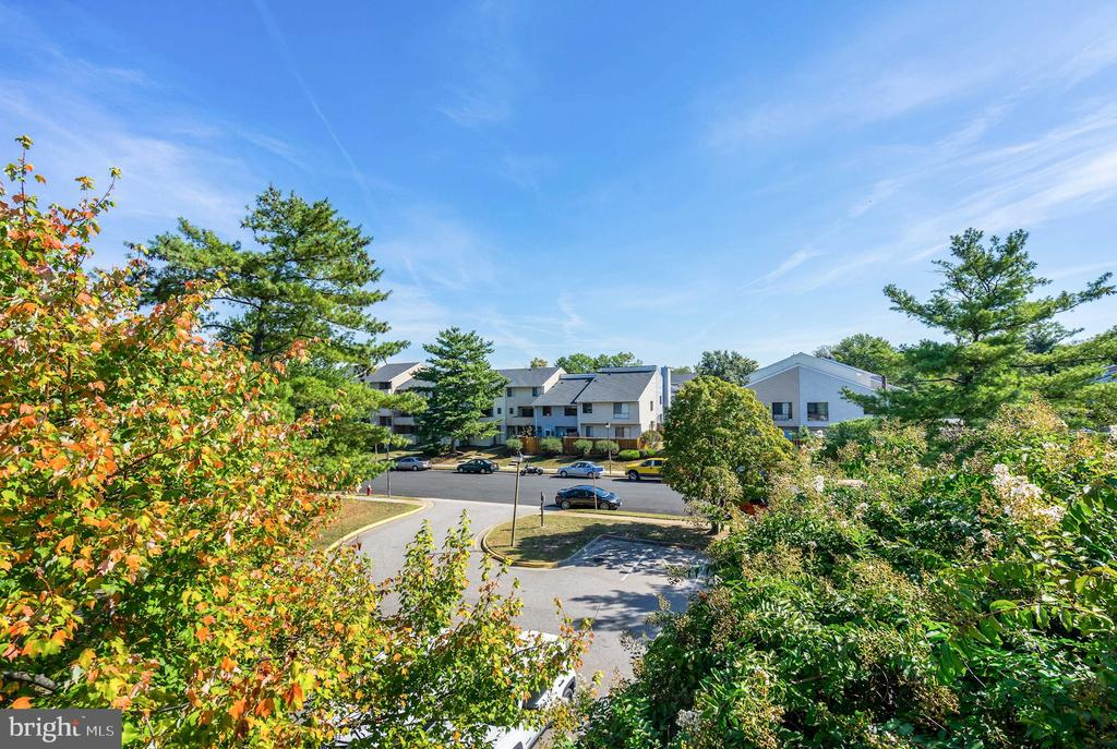 Penthouse Condo Has Really Lovely, Expansive Views - 5758 VILLAGE GREEN DR #F, ALEXANDRIA
