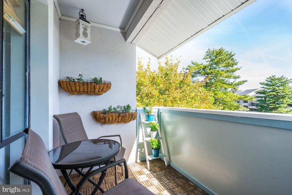 Enjoy Beautiful Views from your PENTHOUSE Balcony! - 5758 VILLAGE GREEN DR #F, ALEXANDRIA