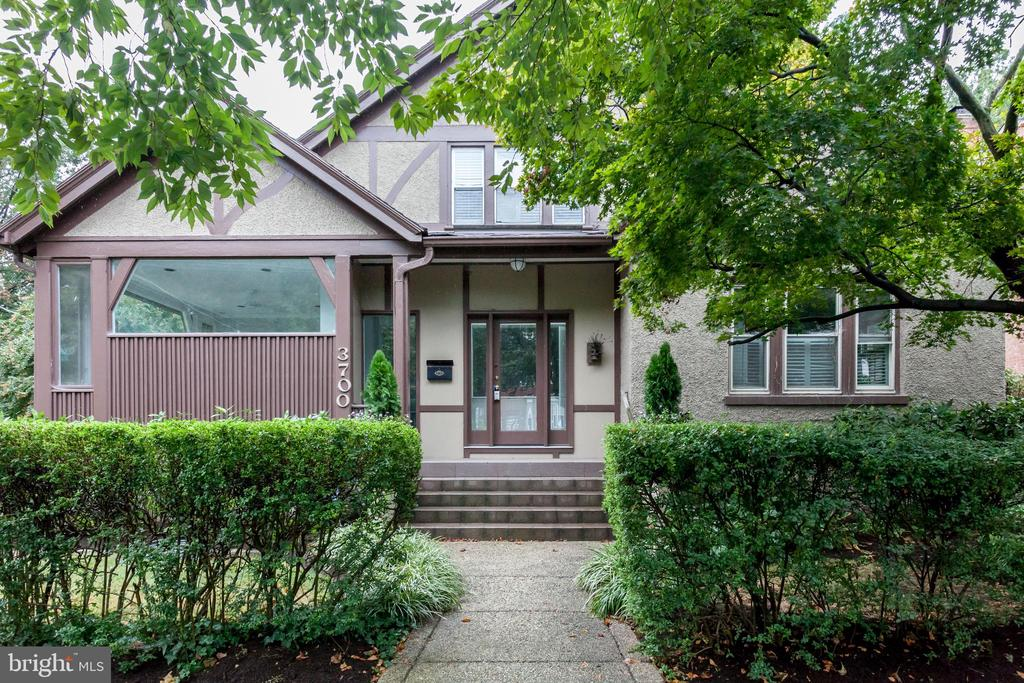 Charming bungalow busting with curb-appeal - 3700 ALBEMARLE ST NW, WASHINGTON