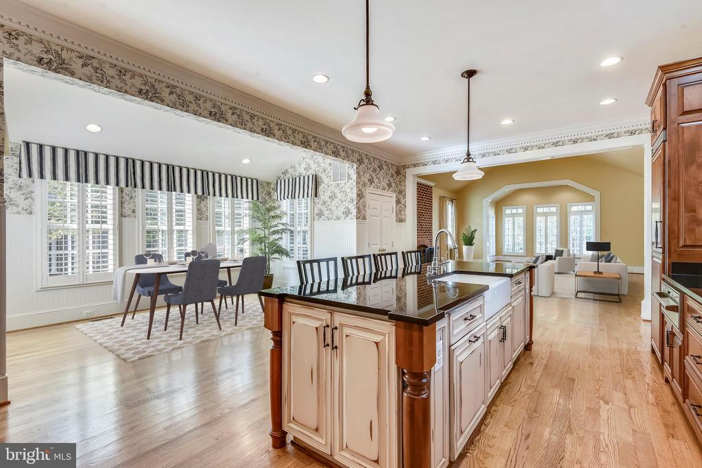 Wide Open Kitchen and Breakfast Room - 9880 PALACE GREEN WAY, VIENNA