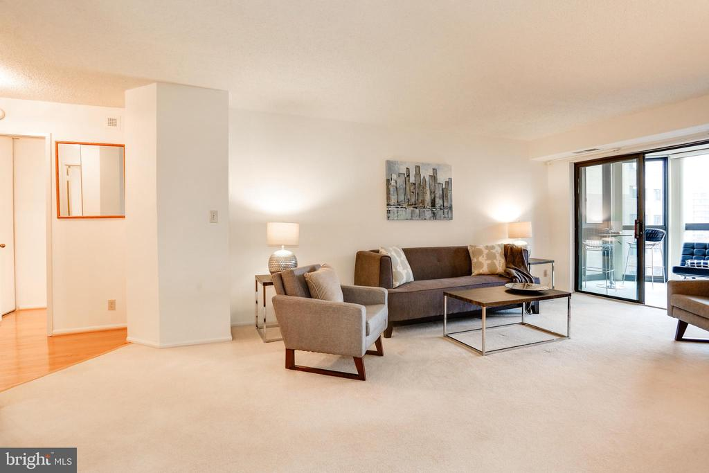 Entrance + living room - 1600 N OAK ST #1116, ARLINGTON