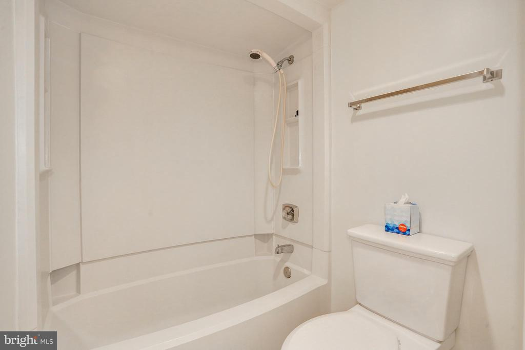Bathroom - 1600 N OAK ST #1116, ARLINGTON