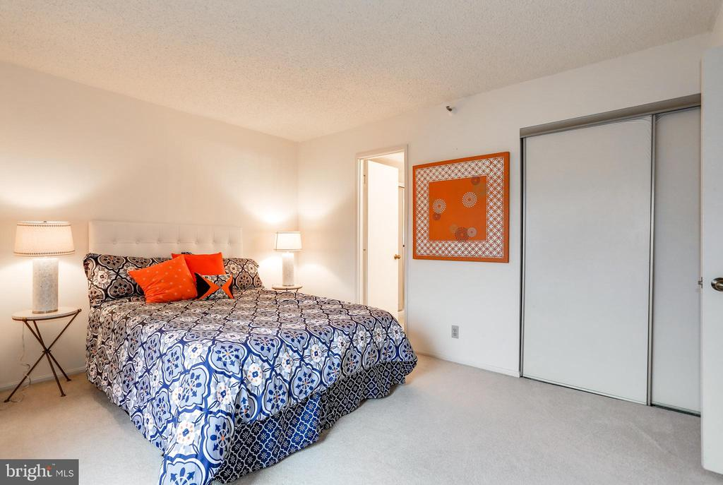 Second bedroom with ensuite bathroom - 1600 N OAK ST #1116, ARLINGTON