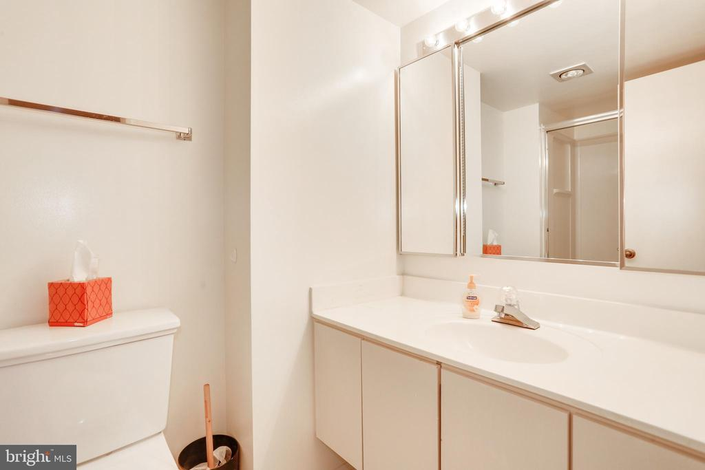 Second full bath - 1600 N OAK ST #1116, ARLINGTON