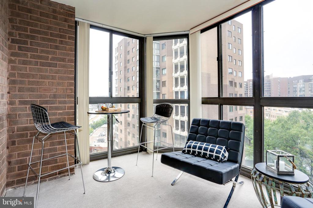Sunroom - 1600 N OAK ST #1116, ARLINGTON