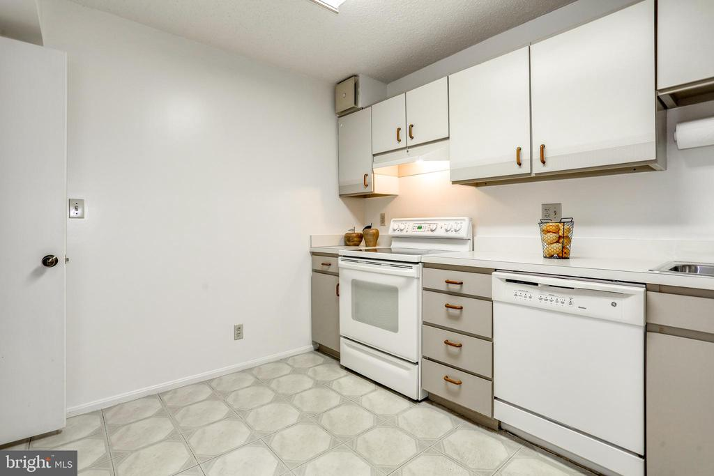 Kitchen - 1600 N OAK ST #1116, ARLINGTON