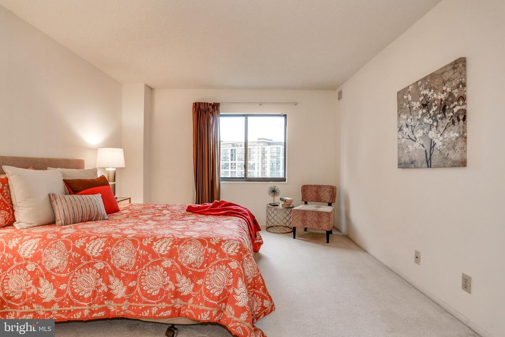 Owner's suite - 1600 N OAK ST #1116, ARLINGTON