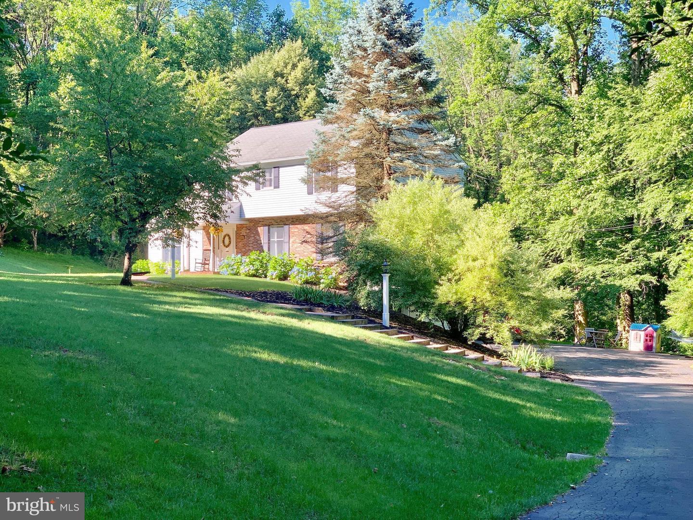 Single Family Homes для того Продажа на Asbury, Нью-Джерси 08802 Соединенные Штаты