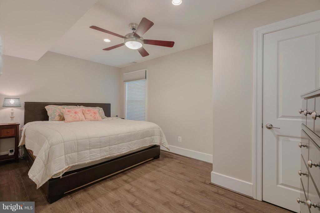 Basement Bedroom - 704 CHALFONTE DR, ALEXANDRIA