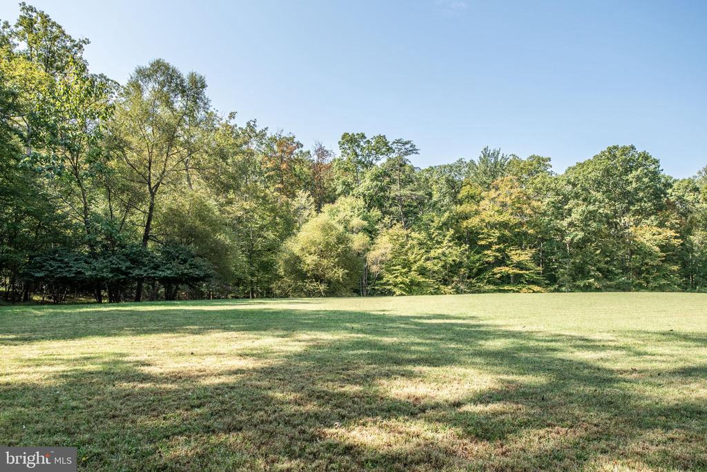 Own Your Own Soccer Field! - 4820 WINTERGREEN CT, WOODBRIDGE