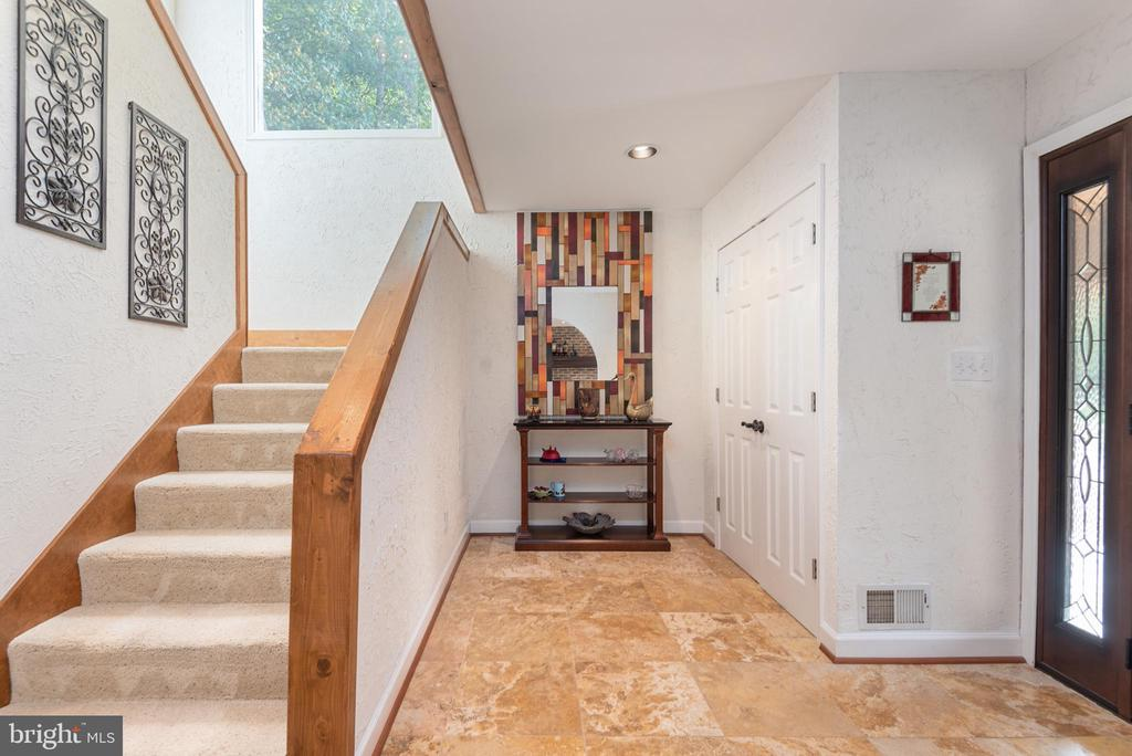 Stucco Entry and Stairway - 4820 WINTERGREEN CT, WOODBRIDGE