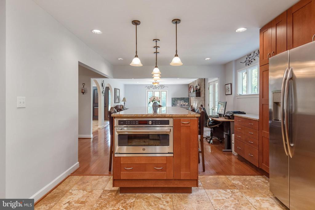 Kitchen Opens to the Living Room - 4820 WINTERGREEN CT, WOODBRIDGE