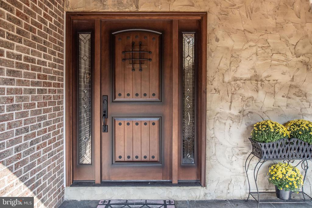Front Entry - 4820 WINTERGREEN CT, WOODBRIDGE