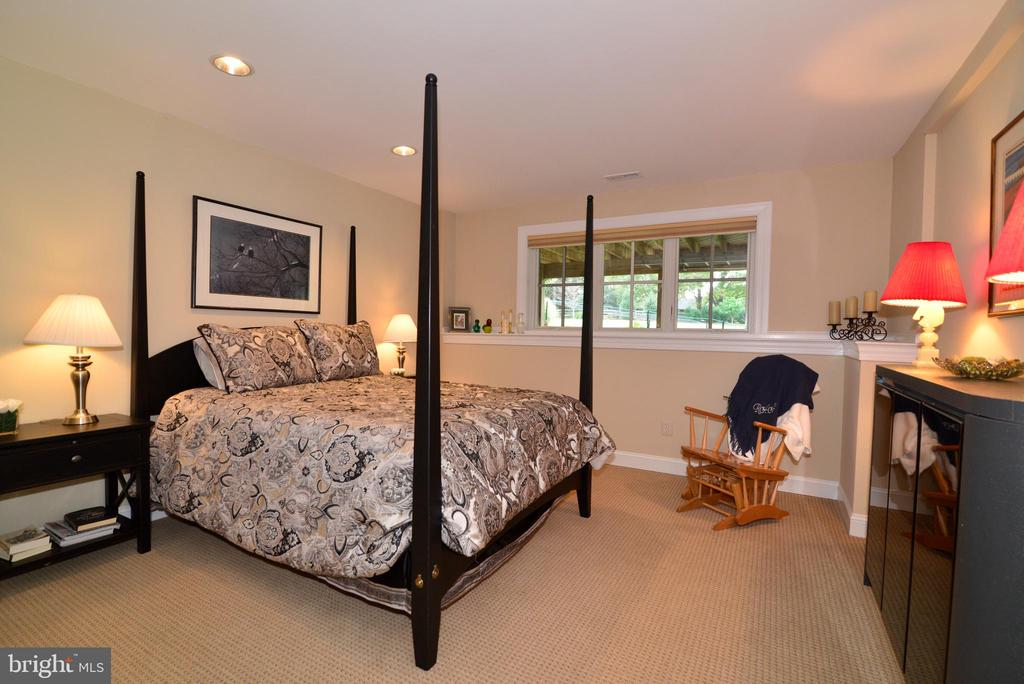 Lower Level Bedroom with Walk-In Closet. - 10507 WICKENS RD, VIENNA