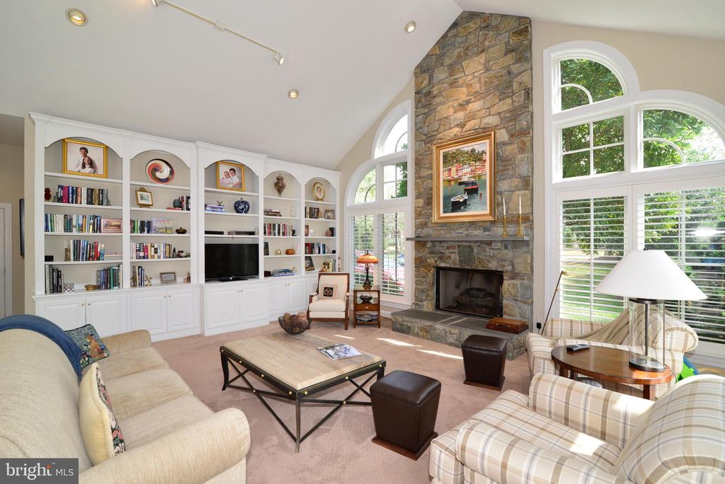 Family Room with Wall of Custom Built-Ins. - 10507 WICKENS RD, VIENNA
