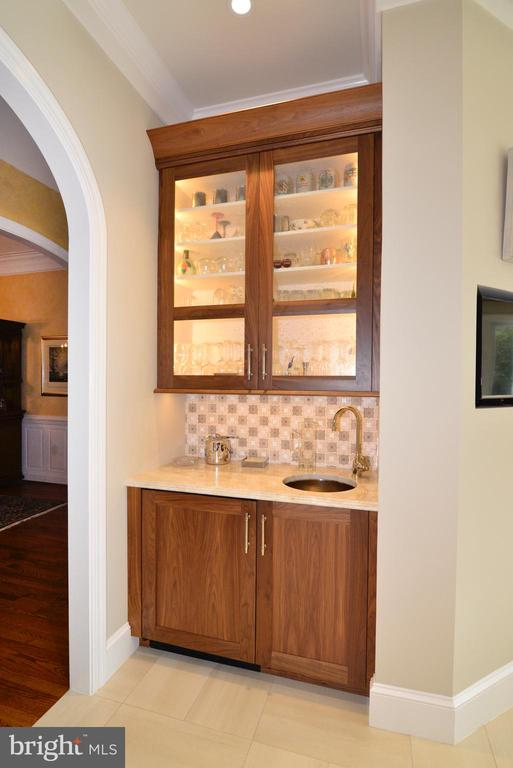 Wet Bar with Wine Cooler. - 10507 WICKENS RD, VIENNA