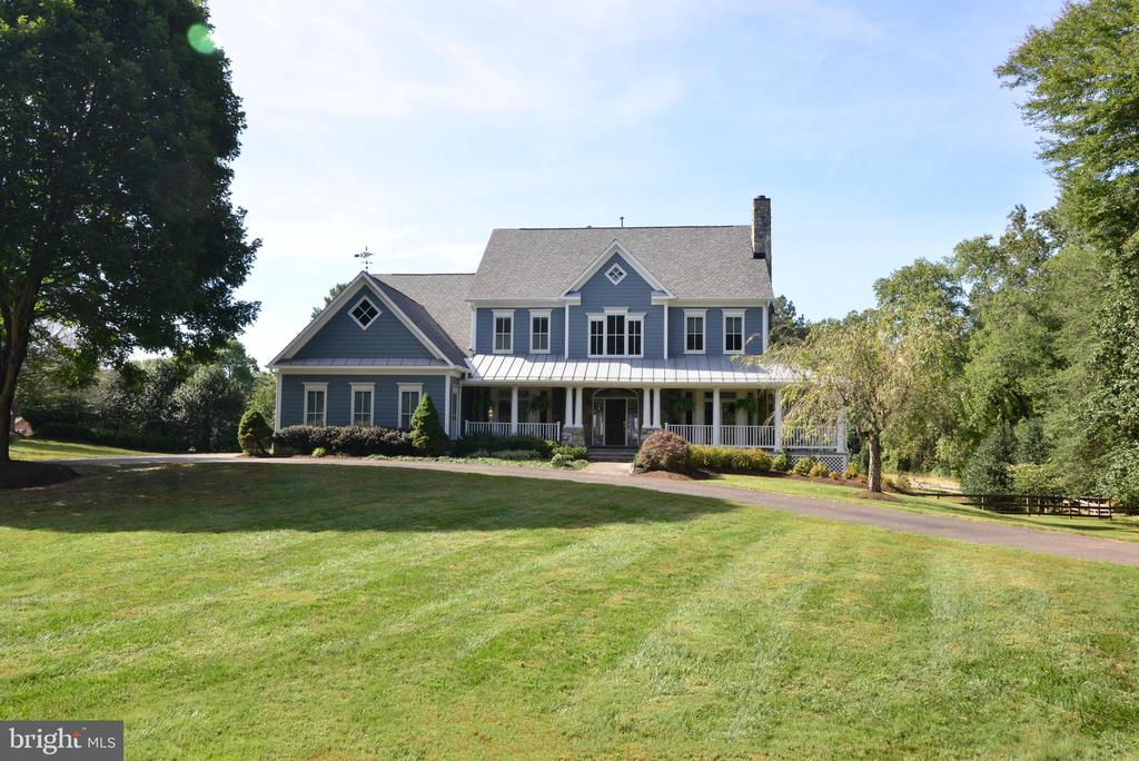 Stately Farmhouse Style Estate. - 10507 WICKENS RD, VIENNA