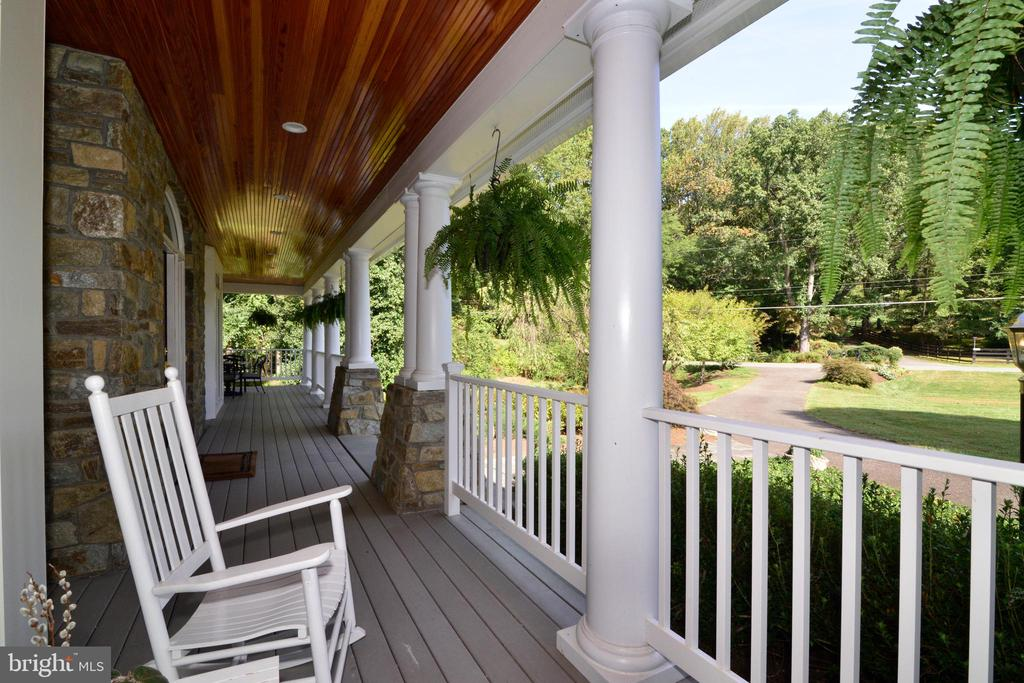 Calm and Serene Front Porch. - 10507 WICKENS RD, VIENNA