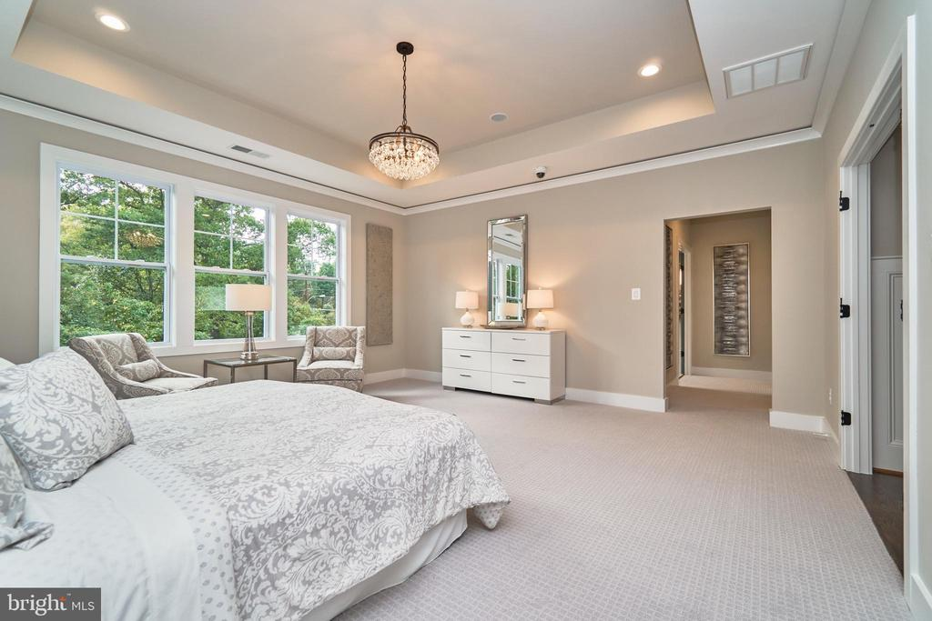 Master Bed - 7015 WOODLAND DR, SPRINGFIELD