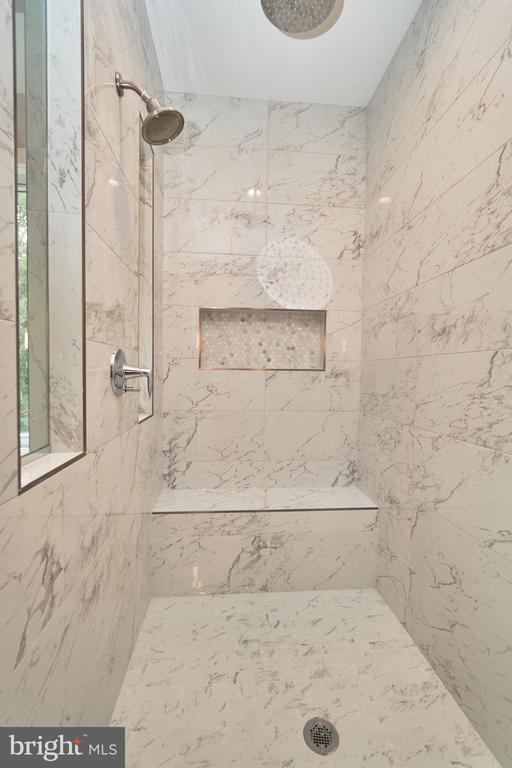 Master Bath Shower - 7017 WOODLAND DR, SPRINGFIELD