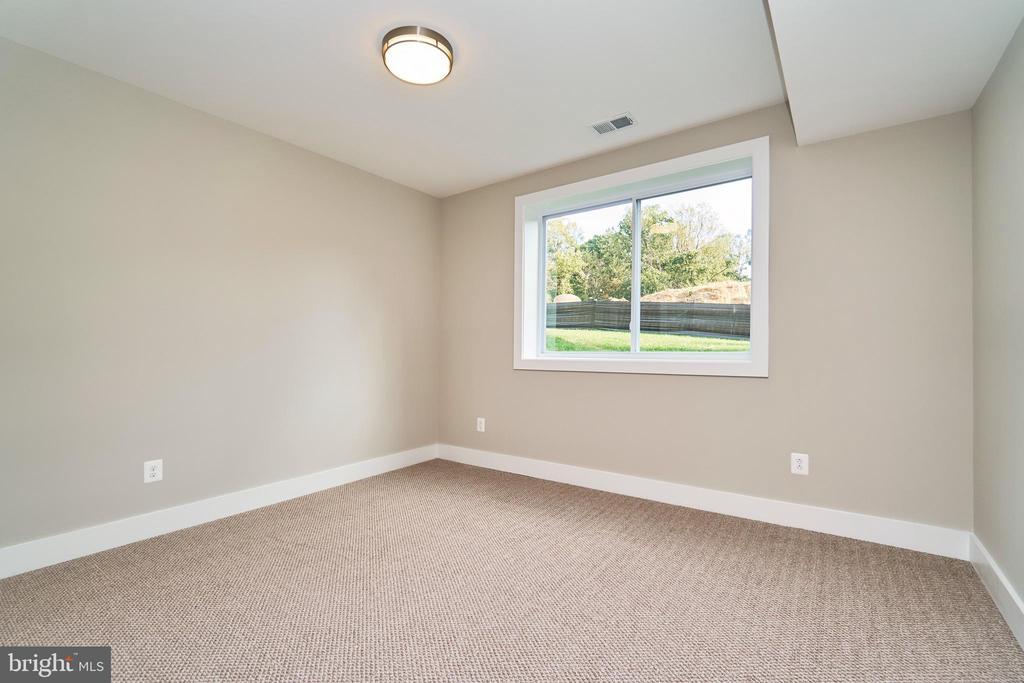 Basement Bedroom - 7017 WOODLAND DR, SPRINGFIELD