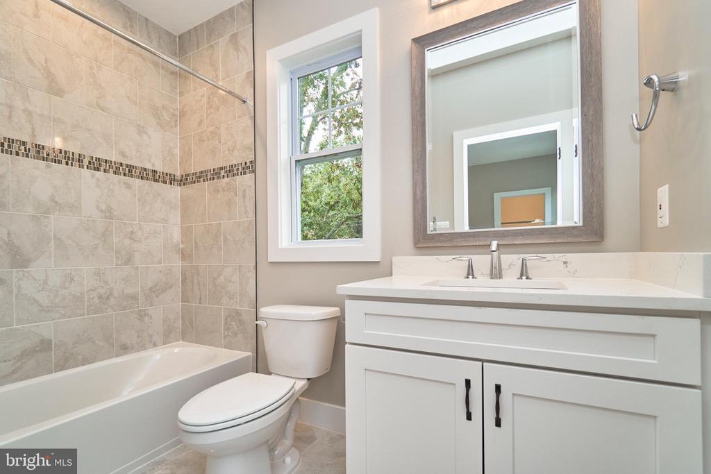 Bathroom - 7017 WOODLAND DR, SPRINGFIELD