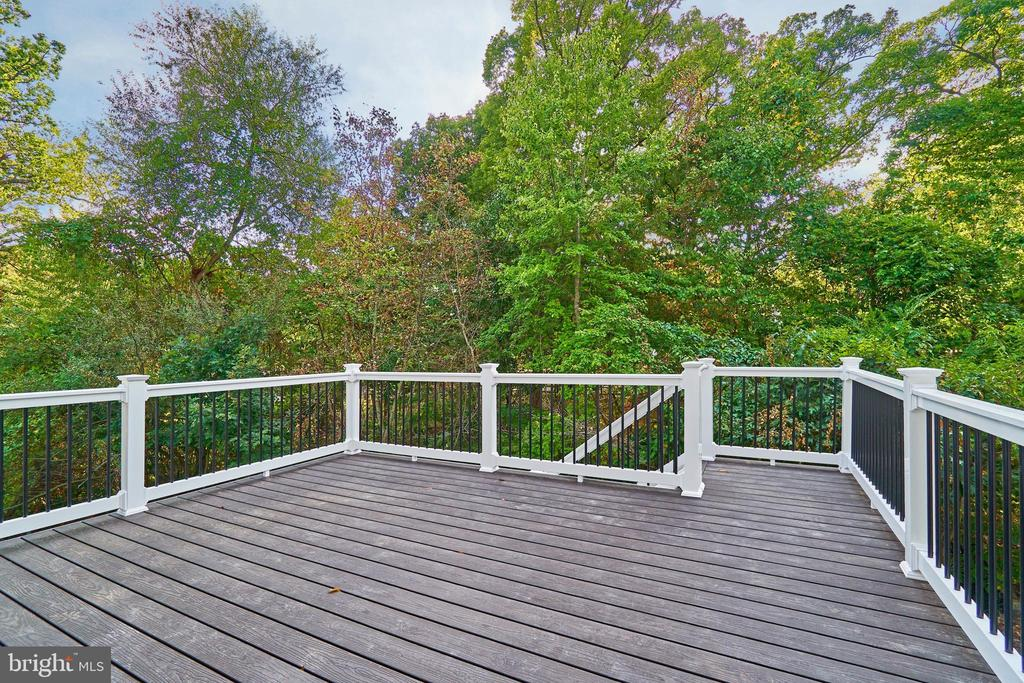 Deck - 7015 WOODLAND DR, SPRINGFIELD