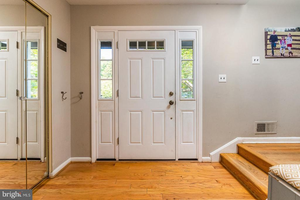Inviting Entry Way - 3111 LITTLE CREEK LN, ALEXANDRIA