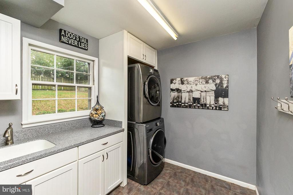 Remodeled Laundry Room - 3111 LITTLE CREEK LN, ALEXANDRIA