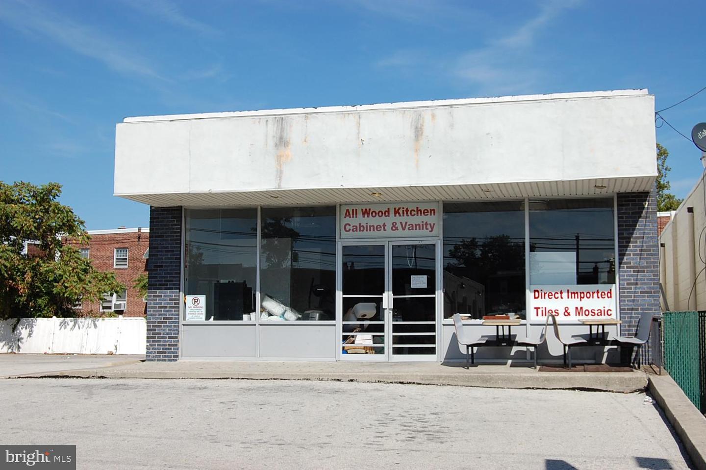 Retail for Sale at Lansdowne, Pennsylvania 19050 United States