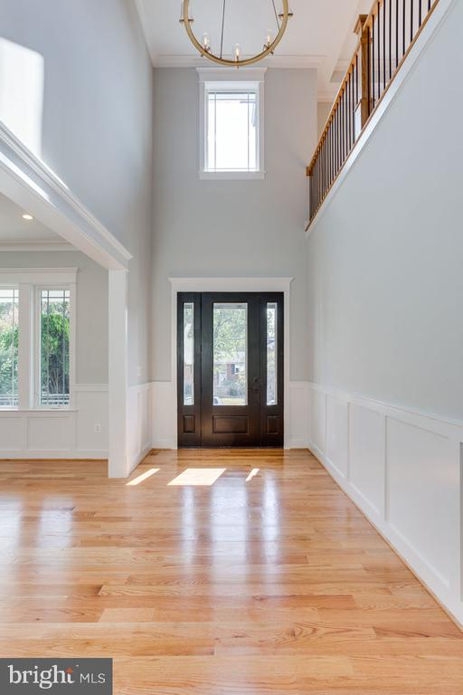 Two story foyer - 7022 HECTOR RD, MCLEAN
