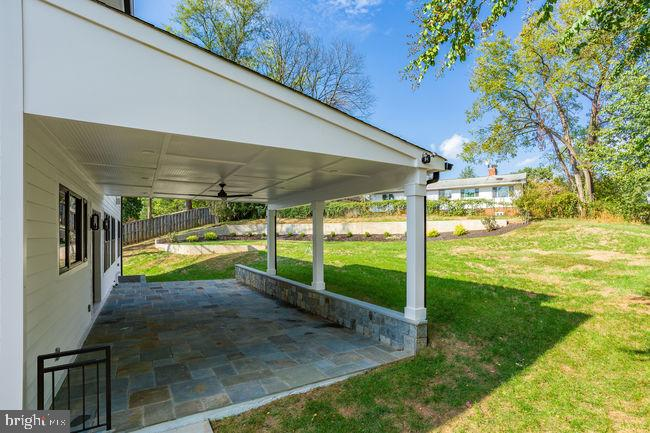 Covered patio - 7022 HECTOR RD, MCLEAN
