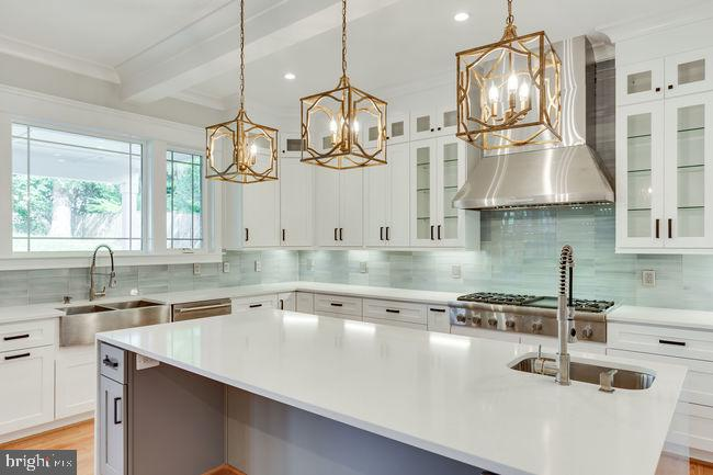 Brushed gold light fixtures - 7022 HECTOR RD, MCLEAN