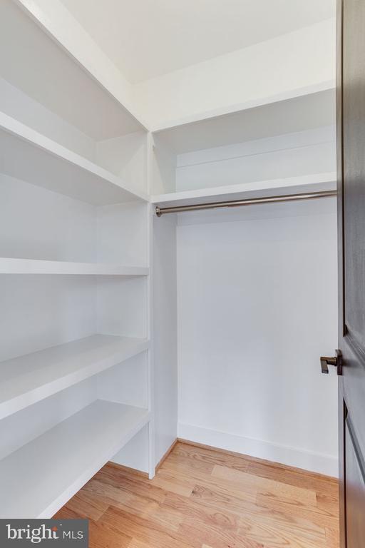 Built in closet - 7022 HECTOR RD, MCLEAN