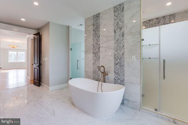 Master bathroom - 7022 HECTOR RD, MCLEAN