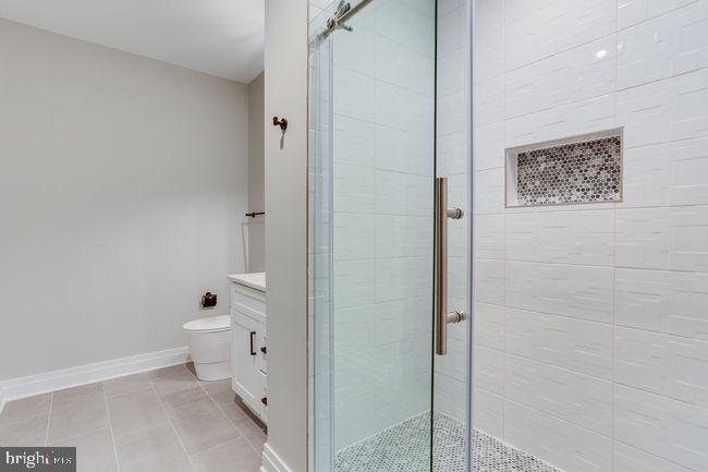 Basement shower - 7022 HECTOR RD, MCLEAN