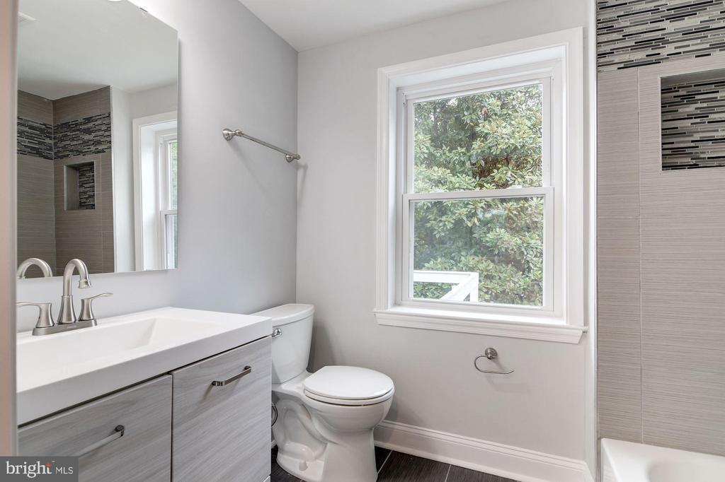 2nd Level Master Bathroom - 1810 RANDOLPH ST NE, WASHINGTON