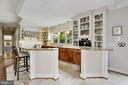 Contrast Designer Kitchen & Ribbed Glass Display - 12580 HALL SHOP RD, FULTON