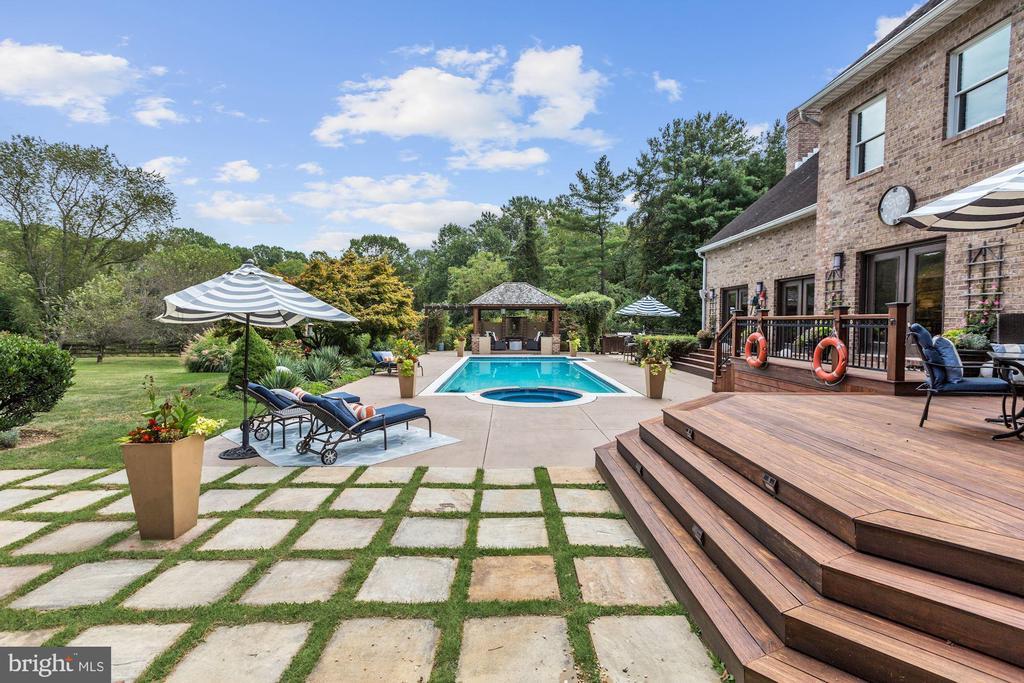 Dining Deck, Poolside Patio & Garden Patio - 12580 HALL SHOP RD, FULTON