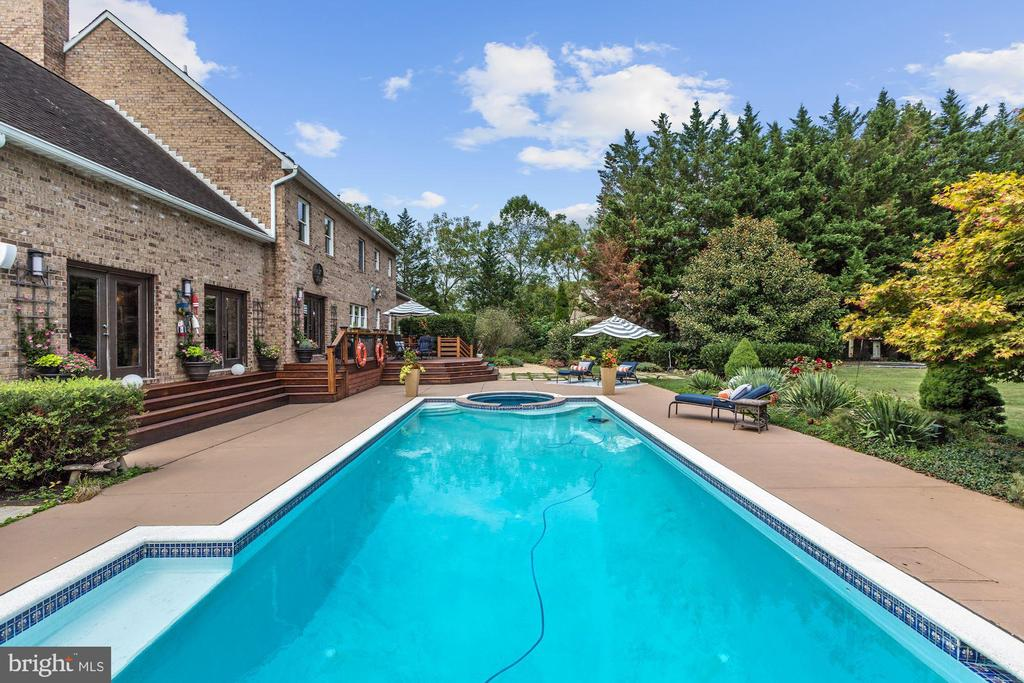 Heated Pool & Spa Plus Winter Hot Tub off of Deck - 12580 HALL SHOP RD, FULTON