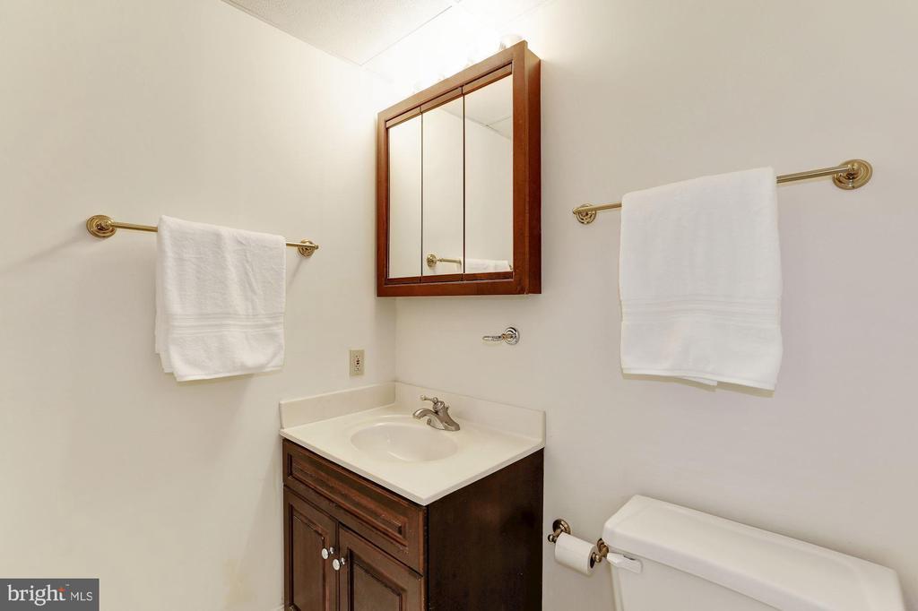 Apartment Full Bath - 12580 HALL SHOP RD, FULTON