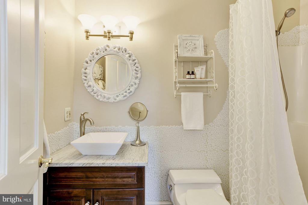 Private, Attahed En-suite Bath - 12580 HALL SHOP RD, FULTON